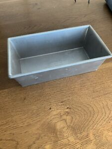 Chicago Metallic Loaf Pan with Folded Corners