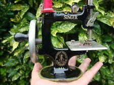 VINTAGE ANTIQUE OLD  SINGER MINIATURE CHILDS  SEWING MACHINE MODEL 20