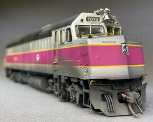 New- Weathered Rapido F40PH MBTA (Boston) DC/DCC/sound HO scale Locomotive