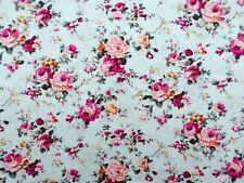 Coupon tissu Imprimé Fleurs Roses sur fond Bleu 60x40cm
