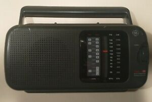 Vintage GE 7-2948A 4 Band AM FM TV Weather Radio Portable Receiver AC / DC