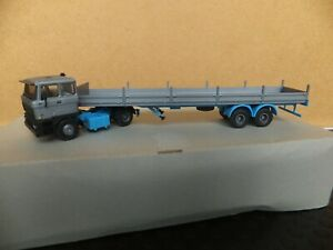 Kibri H0, DAF 4x2 Tractor Unit with Flat Bed Articulated Trailer (Built)