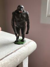 Old BRITAINS King Kong Figure Swinging Arm plomb
