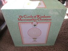 Pfaltzgraff  The Circle o Kindness Merriweather Christmas Cake Stand 628A3200 A+