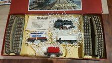 Marklin échelle ho coffret 1 loco,3 wagons et rails