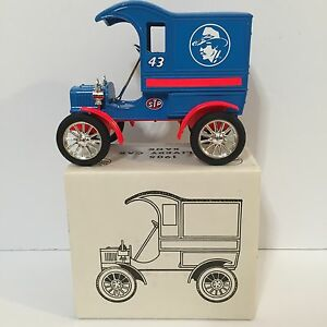 ERTL Richard Petty #43 Die Cast 1905 Delivery Car Bank 1:25 Scale