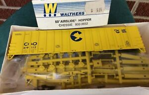 HO SCALE WALTHERS 932-3652 50' AIRSLIDE HOPPER CHESSIE, C&O 619112 NOS