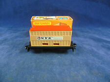 MATCHBOX SUPERFAST MB -25 C FERROVIA piatto Auto & NYK CONTAINER marroncino &