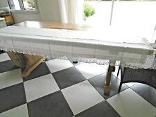 Devant de table ou dessus de meuble ancien en lin avec dentelle