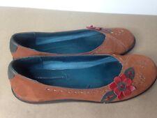 Hush Puppies Suede Brown Leather Slip On Comfort Flat Flower Applique sz 8 M