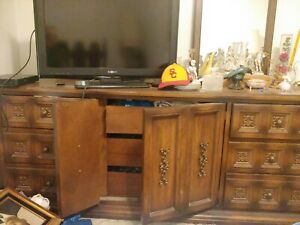 American of Martinsville Dresser with 2 mirrors/2 nightstands and headboard