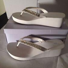 Unforgettable Moments Karat Carat Blanco Bridal Flip Flops/Sandals  White 9 EUC