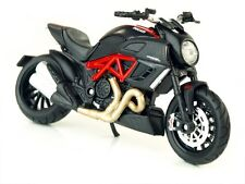 Ducati Diavel Maisto 1:18 Die Cast Model in Red Carbon Official Merchandise