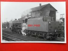 PHOTO  LMS CLASS 8F LOCO NO 48024 AT KETTERING 29/4/65