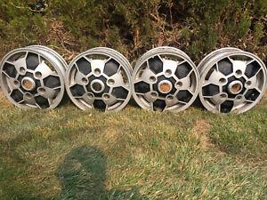 Saab Sonett, 96, 95 OEM Wheels blue SAAB centers & lugs