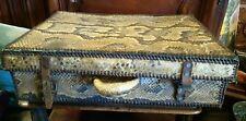 valise en peau ..reptile.ou autre ancien