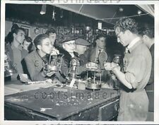 1949 Romans Crowd Shop Selling Gas Fixtures Post WWII Italy Press Photo