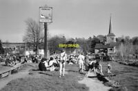 PHOTO  SPRINGTIME BY THE DARENT AT EYNSFORD KENT 1964