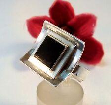 Interessanter moderner Ring 835 Silber mit schwarzem Stein Fingerring / bl 938