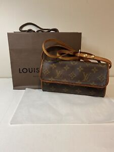 Louis Vuitton Monogram pochette Preowned Vintage Condition