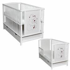Babybett Schutzgitter Kinderbett 2in1 120x60 Weiß Bärchen Matratze Schublade Neu