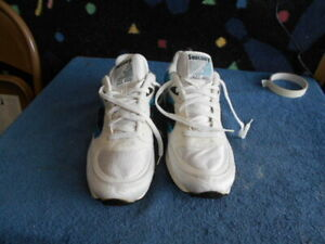 Saucony Jazz  (Men's Size 10 1/2) Athletic Running Workout Training Sneaker Shoe