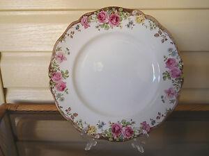 "Royal Doulton ""English Rose"" Dinner Plate D6071 England 1930s"