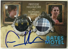 BATES MOTEL - Freddie Highmore as Norman Bates Autogramm Autograph Costume Card