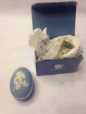 WEDGEWOOD 76 VINTAGE PORCELAIN BLUE EGG SHAPED TRINKET BOX ENGLAND CHERUB