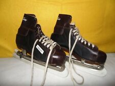 Pair of Bauer Hugger Ice Skates, Maroon and Black w/ Blade Protectors: Sz 10 1/2