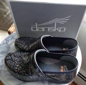 """Dansko - Woman's Clog """"Fosselized"""" - NIB"""