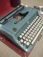 Brother Deluxe Model 895 Vintage Manual Typewriter w/case