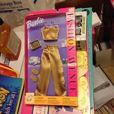 Barbie ORIGINAL OUTFIT Fashion Avenue gold top and pants with slippers - 25701