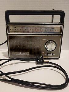 Vintage GE Portable AM / FM Radio Model 7-2825G 2-Way Power  - General Electric