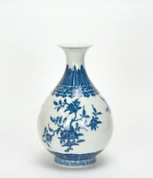 FINE CHINESE QING YONGZHENG MK BLUE AND WHITE PEAR BODY PORCRLAIN VASE