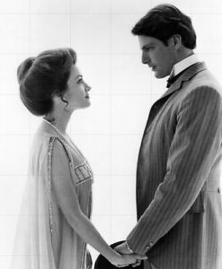 """CHRISTOPHER REEVE - JANE SEYMOUR - 10"""" x 8"""" Photo SOMEWHERE IN TIME 1980"""