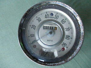 Smiths speedometer 90 mph complete with fuel gauge. Untested, return if faulty.