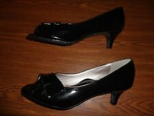 Soft Style BLACK SHOES WOMEN'S SIZE 7 1/2 M (2 INCH HEEL)
