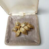 Rare Vintage Gold Tone Leaf Brooch Plant Nature Pretty Gift Costume Jewellery