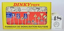 Dinky 593 Original Vintage International road signs avec notice Near Comme neuf BOXED