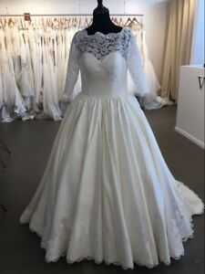 wedding dresses ball gown brand new never worn , will fit size 8-12 brides