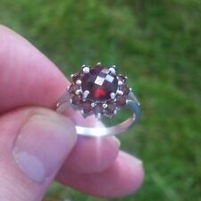 9ct white Gold Ring with stunning red stones size N