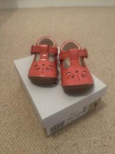BNIB Clarks Roamer Little Weave Coral Patent Shoes Size 2G