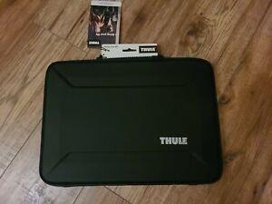 "Thule TGSE2356BLK Gauntlet 4.0 Sleeve for 15"" Macbook pro - Black,new"