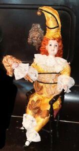 poupée ancienne automate : arlequin  sur sa petite chaise