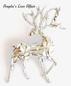 CHRISTMASY SILVERTONE CHRISTMAS XMAS ORIGAMI DEER BUCK STAG BROOCH BADGE PIN