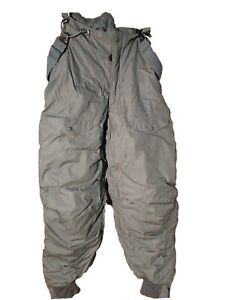 USAF Extreme Cold Weather Type F-1B Snow Pants | Size 26 | NSN 8415-00-394-3599
