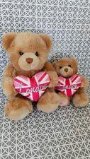 2 peluches doudou ours beige coeur london Keel Toys 25 cm et 15 cm assis