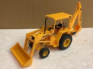 1/25 scale ERTL 8015 John Deere 310 backhoe loader plastic kit tractor tracteur