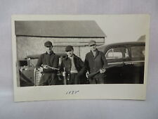 VINTAGE REAL PHOTO POSTCARD 3 HUNTERS WITH GUNS BY CAR IN TOMAH MAINE 1938